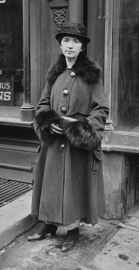 margaret_sanger_at_her_brownsville_clinic_trial_-_1917